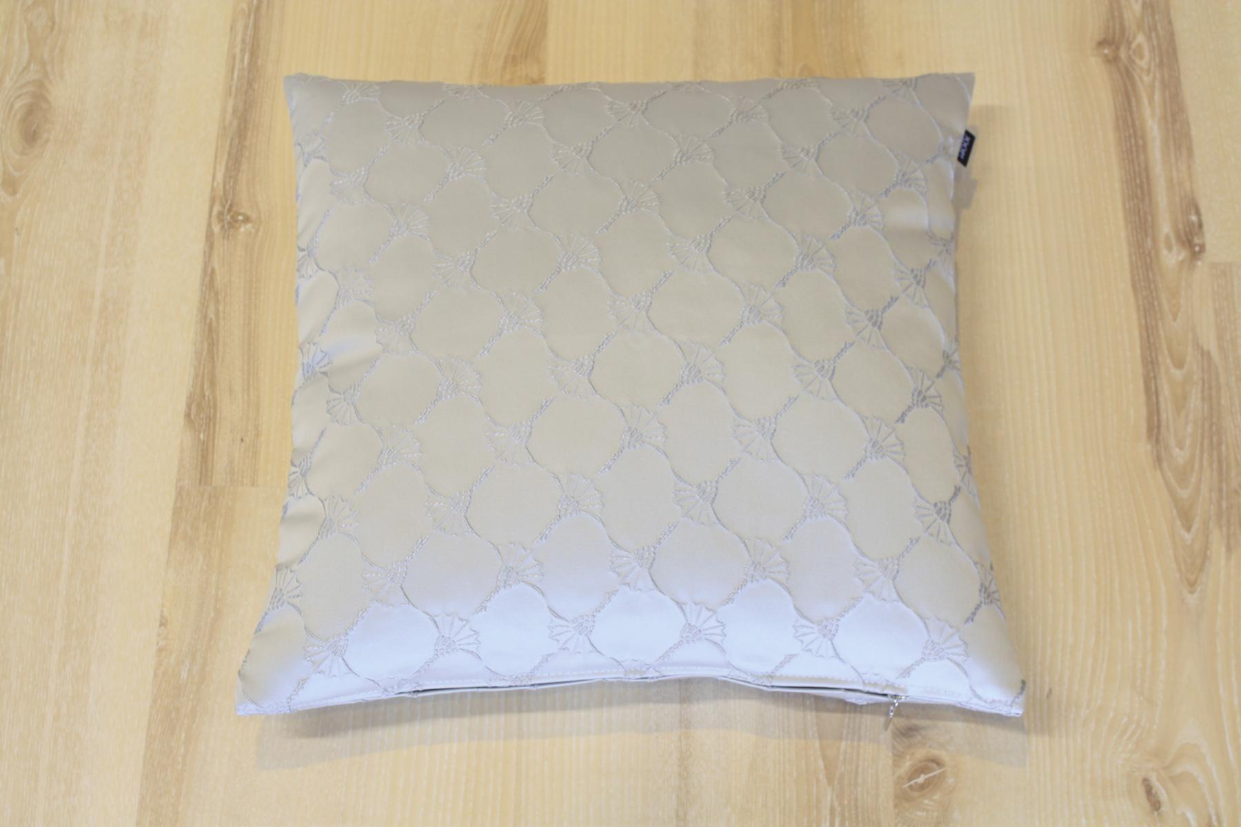 joop kissen 50x50 excellent magma kissenbezug johann x cm in grau with joop kissen 50x50 x. Black Bedroom Furniture Sets. Home Design Ideas