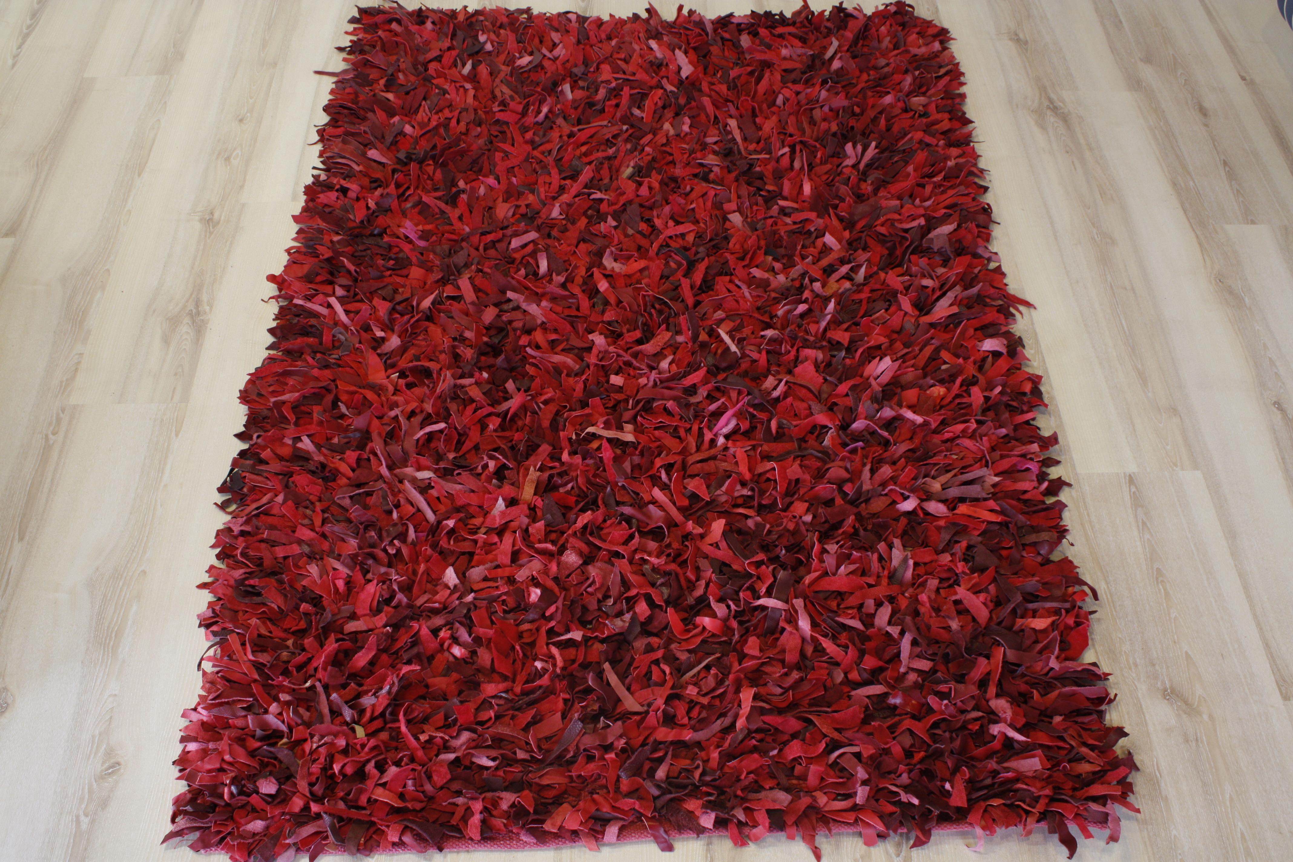 Tapis en cuir poil long rouge 110x170 cm en cuir v ritable for Moquette poil long